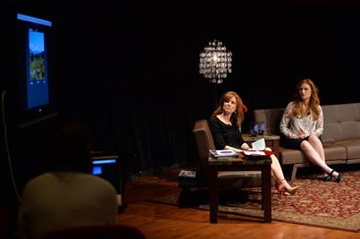Sara Graef (right)