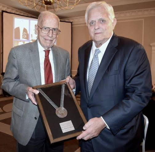 Former Mississippi Governor William Winter with 2017 Honoree Dr. Robert Khayat. Photo courtesy of MAPE
