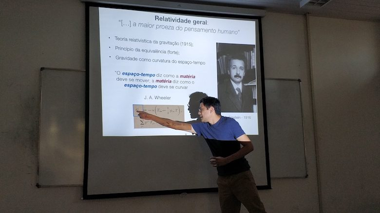 UM physics alumnus Hector da Silva presents a lecture on neutron stars for undergraduate students at the Universidade Federal do Pará in Salinopolis, Brazil. He has been awarded the GWIC-Braccini Thesis Prize for his 2017 doctoral dissertation. Submitted photo